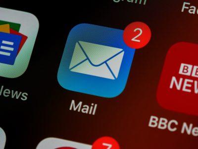 Jak komunikować się droga e-mailową Jak pisać e-maile do przełożonych, współpracowników